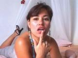 Vidéo porno mobile : Sexy girl and her dildo have fun on webcam
